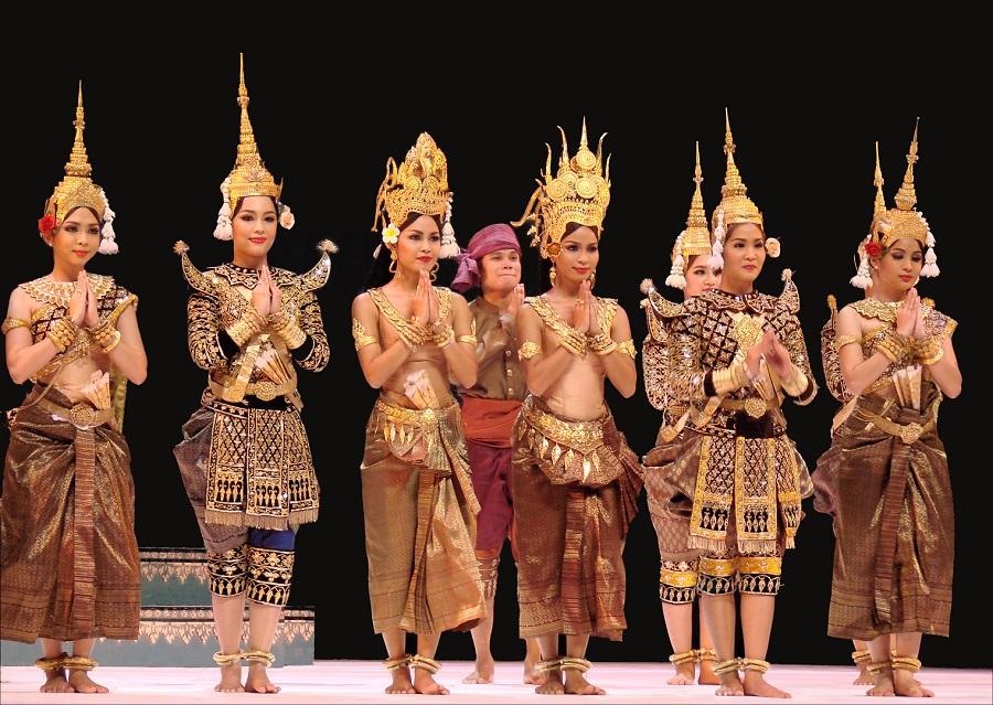 La légende de l'Apsara Méra par le Ballet Royal du Cambodge Salle Pleyel Chorégraphie de Son Altesse Royale la Princesse Norodom Buppha Devi Dimanche 10 octobre 2010